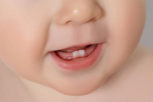 Los dientes natales: Qué son, mitos y cuidado