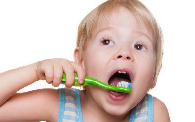 Consejos sobre limpieza de boca y primeros dientes en bebés