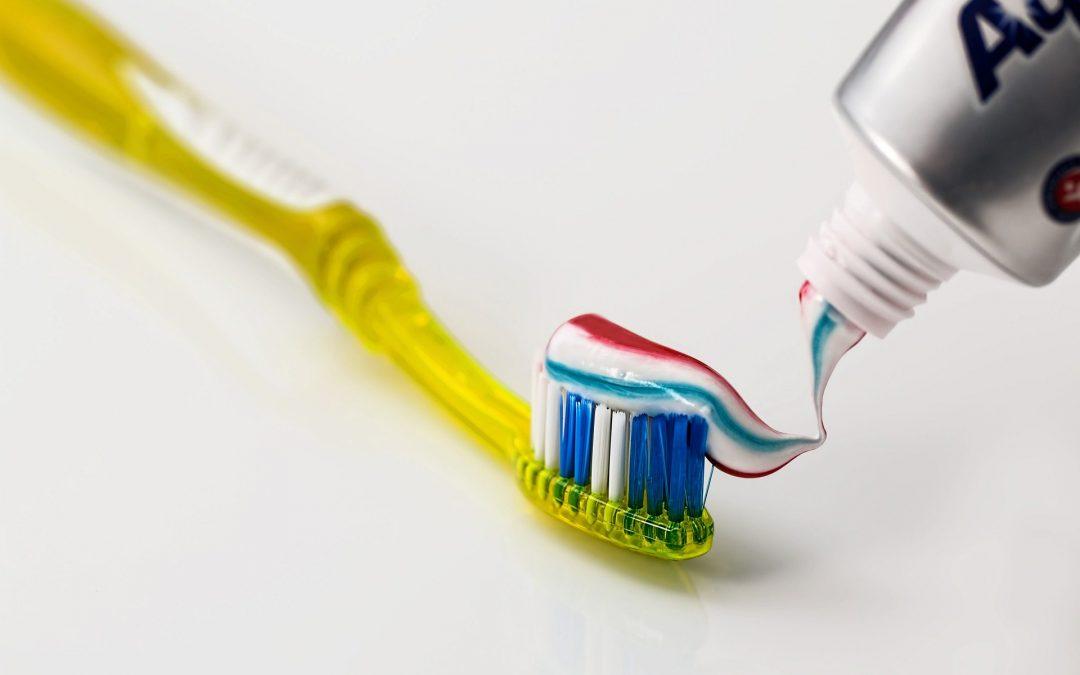 Cómo desinfectar correctamente el cepillo de dientes antes de usarlo