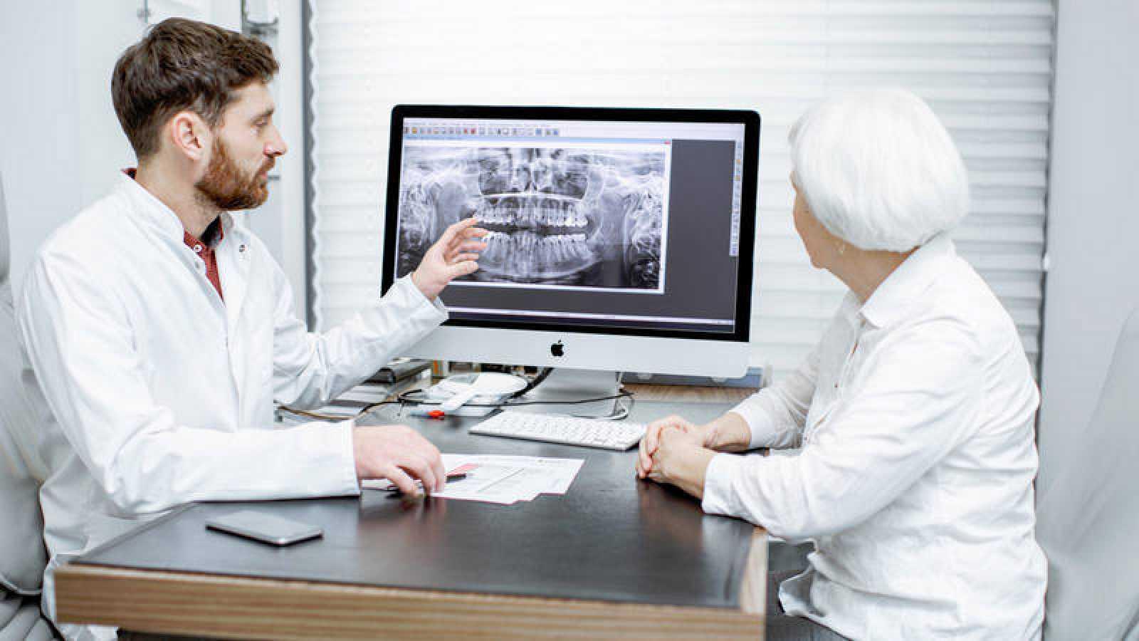 Hallan una clara conexión entre la salud dental y el alzhéimer